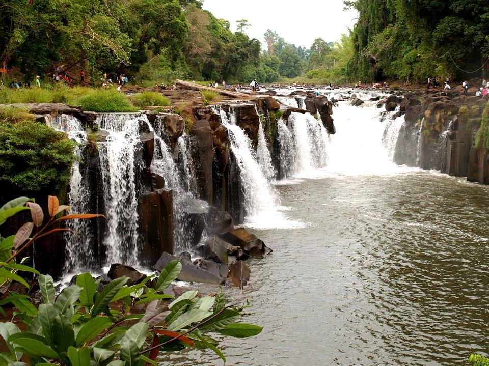 Laos cascade et nature luxiriante